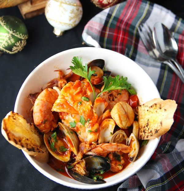 Cioppino or Zuppa Di Pesce (Italian Fish and Seafood Stew) - This hearty stew is an Italian tradition that can be enjoyed year round. This is true comfort food!