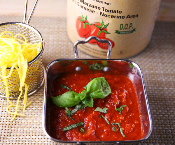 Salsa Di Pomodoro (Tomato Sauce) - This is an easy Authentic Italian Tomato Sauce or Marinara Sauce to make. Add it to your favorite pasta dish!