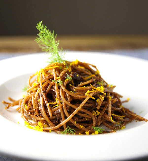 Putting a unique and delicious twist on spaghetti with this Spaghetti with Fennel Orange and Moroccan Olive Pesto! This is super easy to make and loaded with flavor! #vegan #pasta