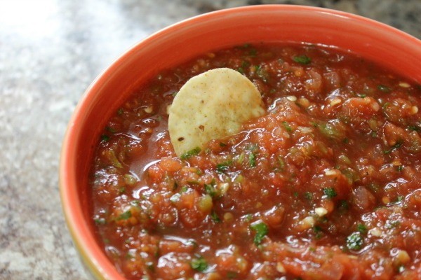 10 Minute Quick & Delicious Blender Salsa at Im an Organizing Junkie