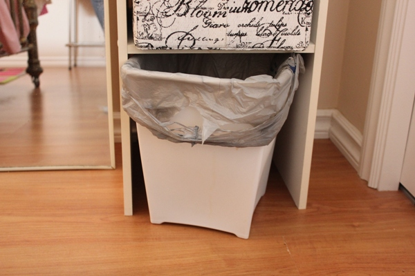 15 Essentials for a Really Cozy Guest Room with free printables at I'm an Organizing Junkie blog
