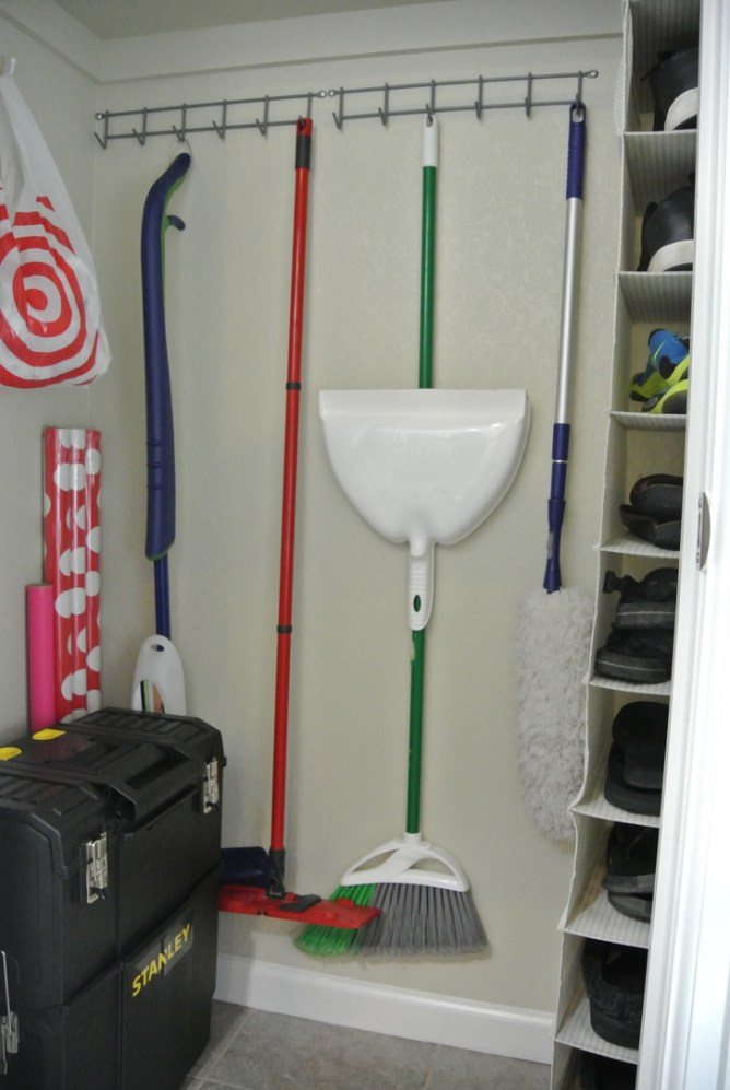 Superbe Three Tips For Organizing A Small Broom Closet At Iu0027m An Organizing Junkie  Blog