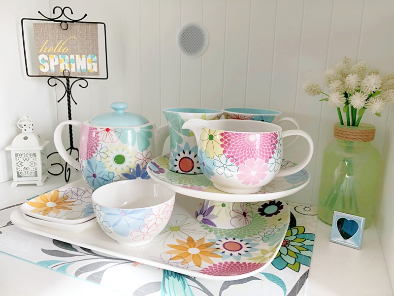 organizing your home ~crazy daisy dishes