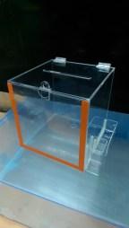 Ящик для пожертвований с карманами под стикеры и ручки
