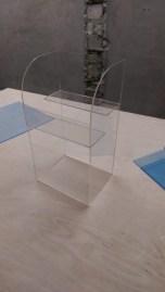 Витрина из прозрачного оргстекла