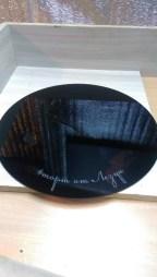 Подставка черная под торт с гравировкой