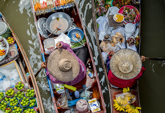 Floating market in Thailand (photo: Georgie Pauwels @ Wikimedia Commons CC-BY 2.0)