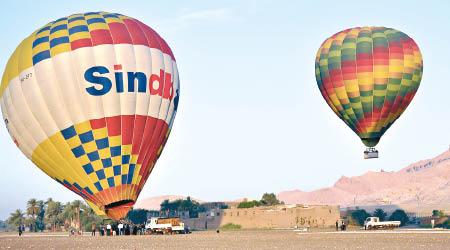 埃及載11人熱氣球 一度失控 - 東方日報