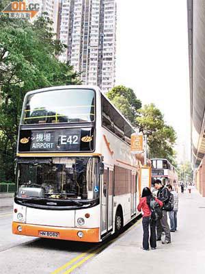 投訴:E42班次失準乘客抱怨 - 東方日報
