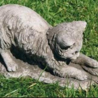 Katze mit Blatt