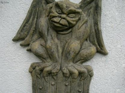 Relief Crest Gargoyle mit Wappen2