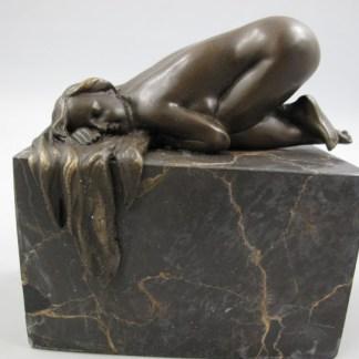 Bronze Figur Lady - auf Sockel kniend
