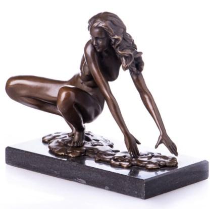 Bronzefigur Lady - aus Hocke aufstehend 19x23x12cm2