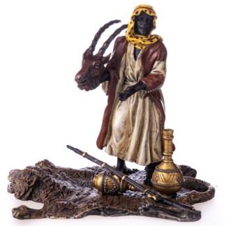 """Farbige Bronzefigur Händler mit Ware Wiener Art - Farbige Bronzefigur """"Lesender Gelehrter auf Teppich"""""""