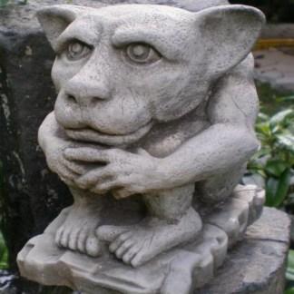 Gargoyle Flathead sitzend