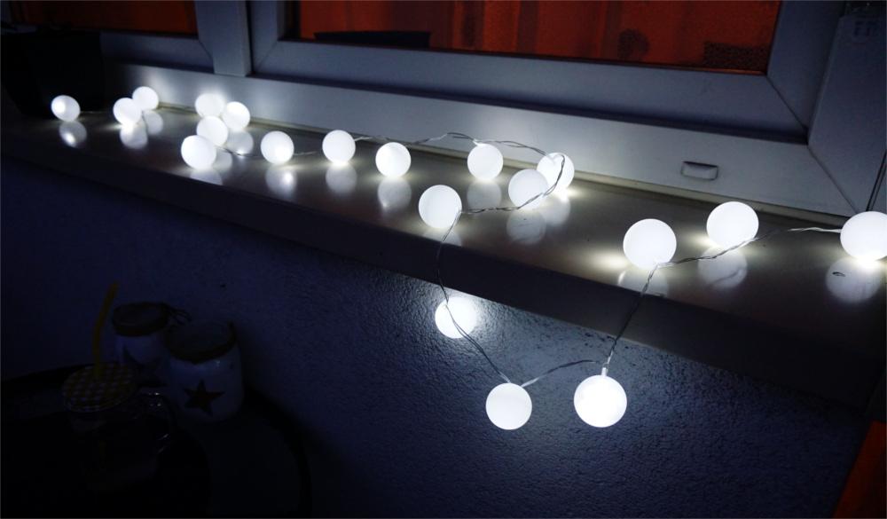 DIY Ping-pong lights, czyli świetlny łańcuch z piłeczek
