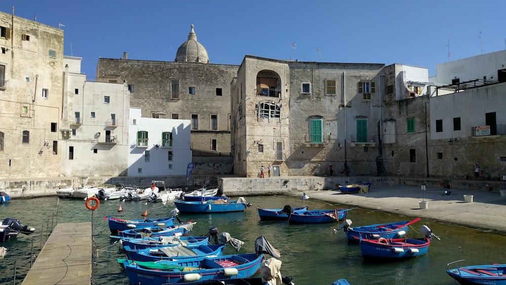 Zwiedzanie Apulii - co warto zobaczyć - port w Monopoli