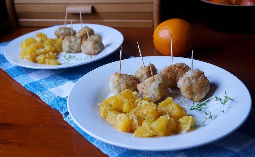 Przepis na Klopsiki z krewetek z egzotyczną sałatką z pomarańczy