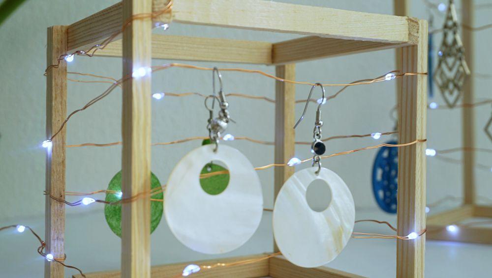 DIY Geometryczny organizer na kolczyki - stojak na kolczyki