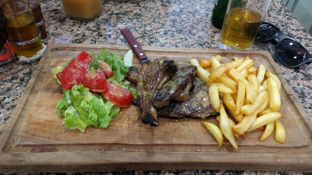 Korfu 2018 - jedzenie na Korfu kuchnia grecka Lamb chops