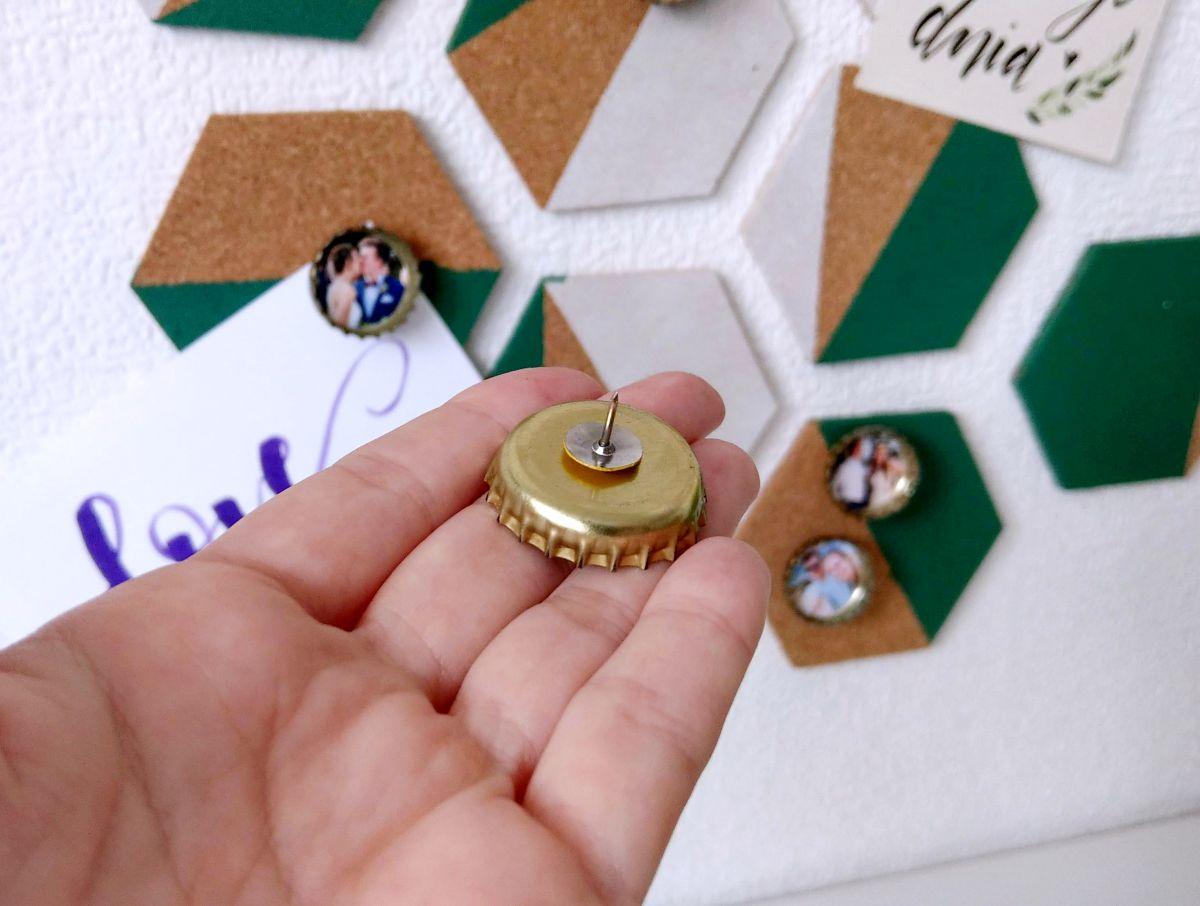 DIY Pinezki-kapsle ze zdjęciem - recykling kapsli po napojach