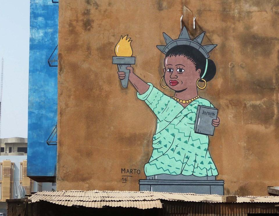 El Marto habille les murs de Ouagadougou pour une ballade hors du commun