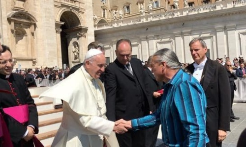 pope_and_steve_newcomb_at_the_vatican