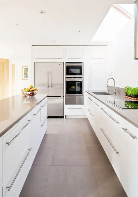 TILE SIZE AND VISION: HOW TO MAKE SMALLER SPACES LOOK BIGGER