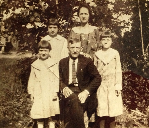 Thomas Jackson Denson with his second wife Lola Mahalia Akers Denson and their three children, from left to right Tommy, Vera, and Violet (Michael Hinton's mother), ca. 1923.