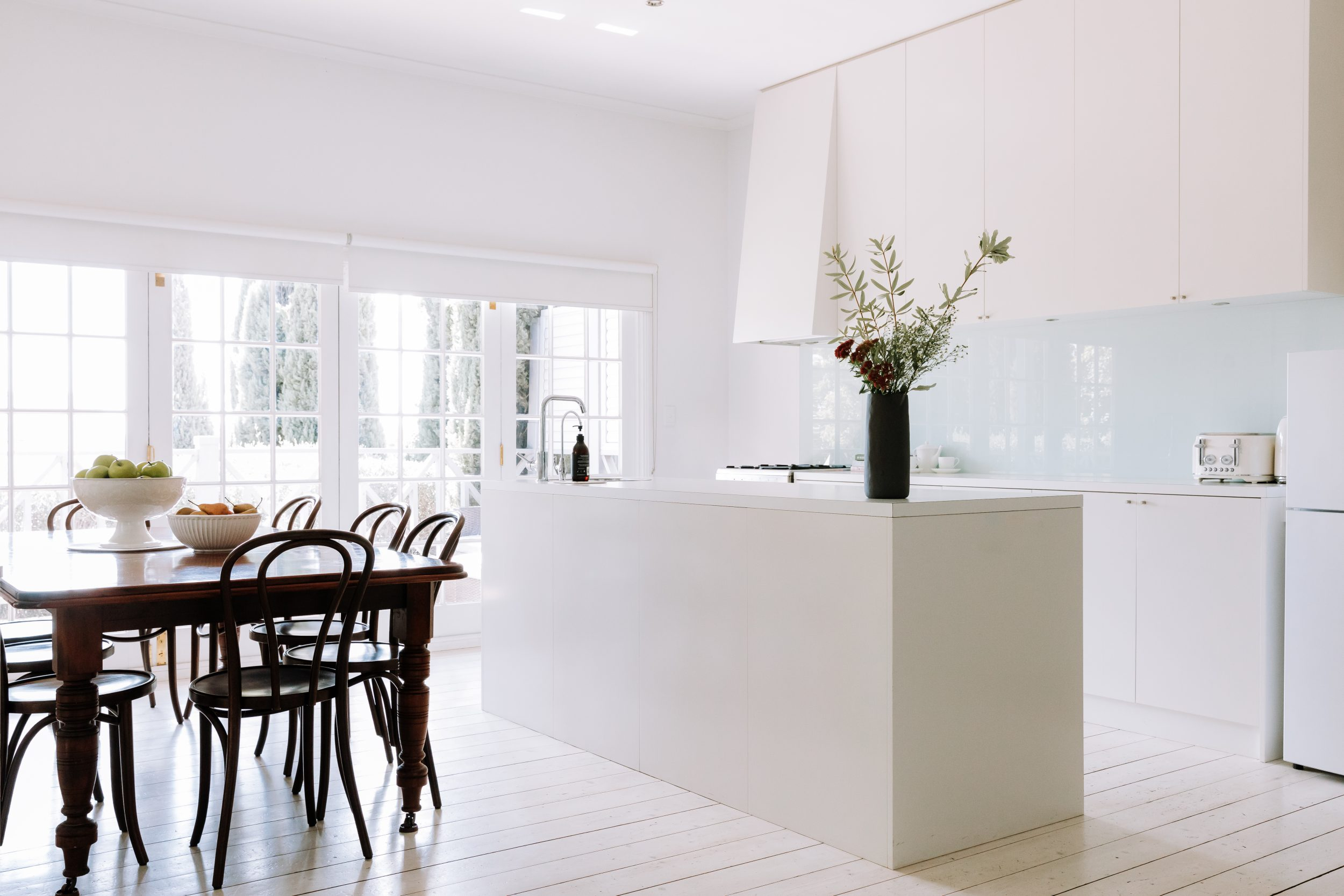 French-Cottage-Beechworth-1850s-cottge-with-modern-kitchen
