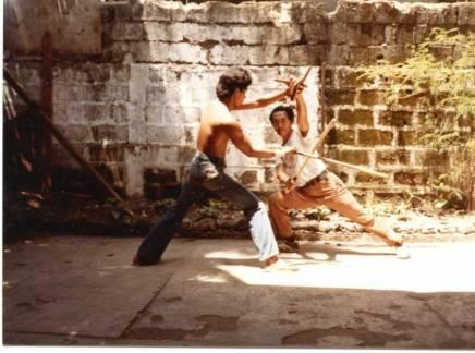 GM Ben Culanang haciendo Espada y Daga