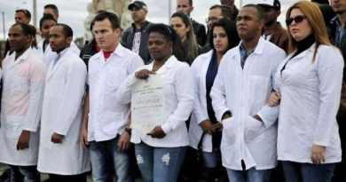 Five Hundred Cuban Medical Specialists Arrive in Venezuela