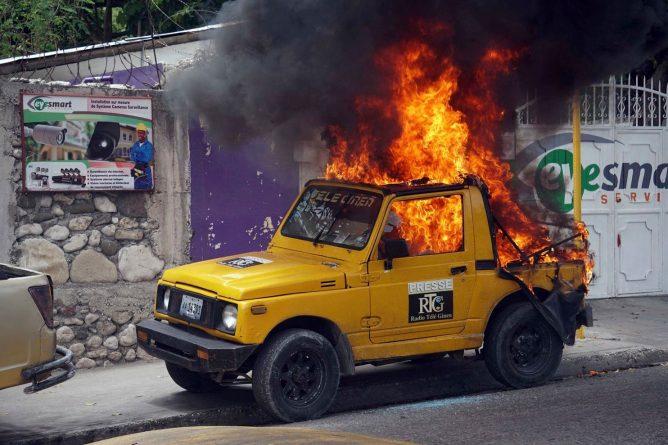 2019-06-09-Radio-Tele-Ginen-car-burning.jpg