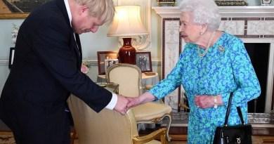 UK: Unelected Man Demands Unelected Woman Suspends Elected Parliament (Democracy?)
