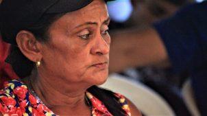 Many took advantage of the moment to consider the future of the land struggle. (Katrina Kozarek / Venezuelanalysis.com)