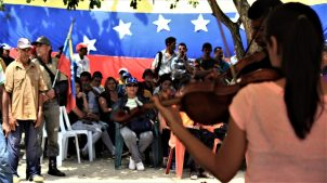 "Commune El Maizal's youth quartet ""Four Strings"" presented a the tribute in Barinas. (Katrina Kozarek / Venezuelanalysis.com)"