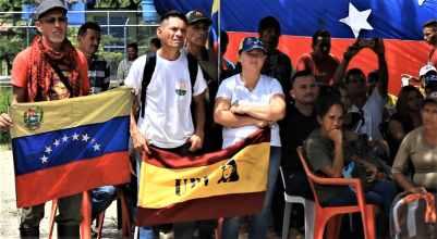 Political leaders and militants of different chavista political parties were also present. (Katrina Kozarek / Venezuelanalysis.com)