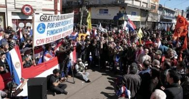 Thousands of Paraguayans Protest for Impeaching President over Corruption