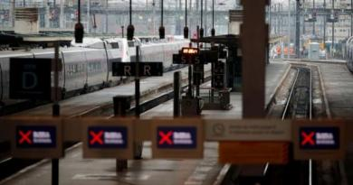 France Faces Second Day of Travel Chaos as Strikes Continue