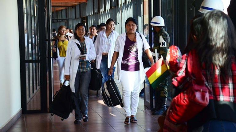 Bolivia: 400 Doctors Trained in Cuba and Venezuela to be Fired