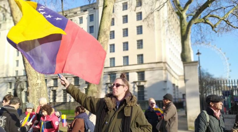 "Demonstrators Call For Juan Guaidó To Be ""Put On Trial"", Not Legitimised by UK Government"