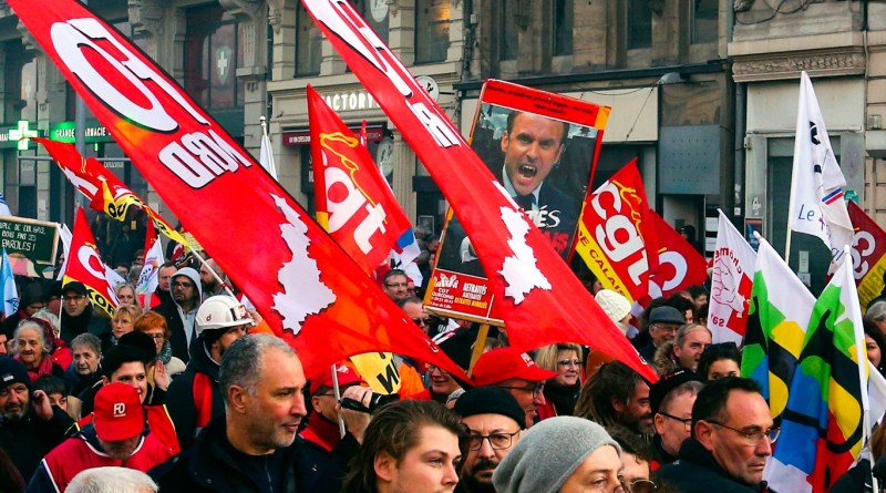 In France's Longest Protests Since 1968, Striking Workers Continue the Fight Against Neoliberalism