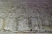 神殿の中のレリーフは大変良い状態で残っています。