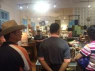 繭果子及日日店長QQ,很用心跟長輩們分享Fair Trade公平貿易精神