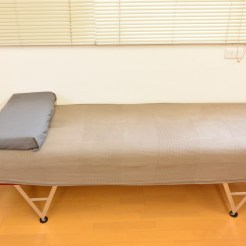 ペルビックベンチです。主に骨盤部・腰部の施術に使用します。