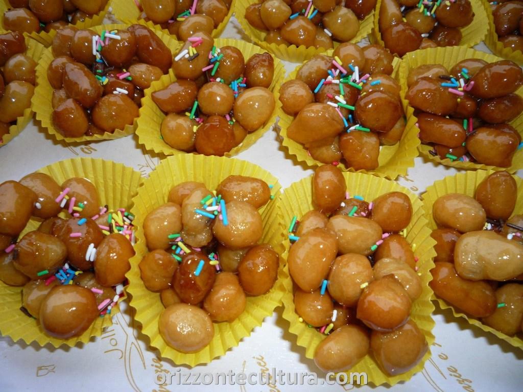 Struffoli - Giro d'Italia tra i dolci della tradizione natalizia