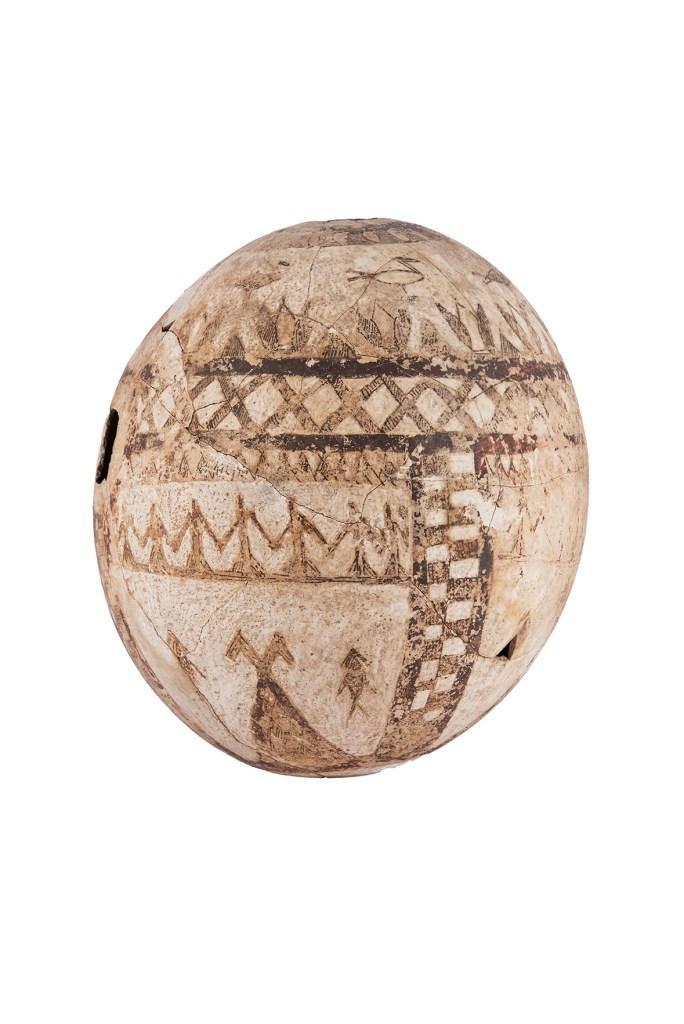Uovo di struzzo dipinto, Tarquinia