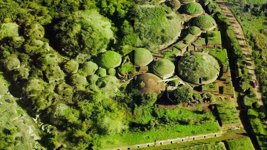 Necropoli della Banditaccia Veduta aerea dei tumuli sepolcrali
