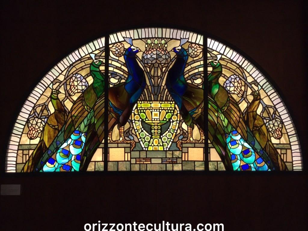 I Pavoni, vetrata policroma alla Casina delle Civette