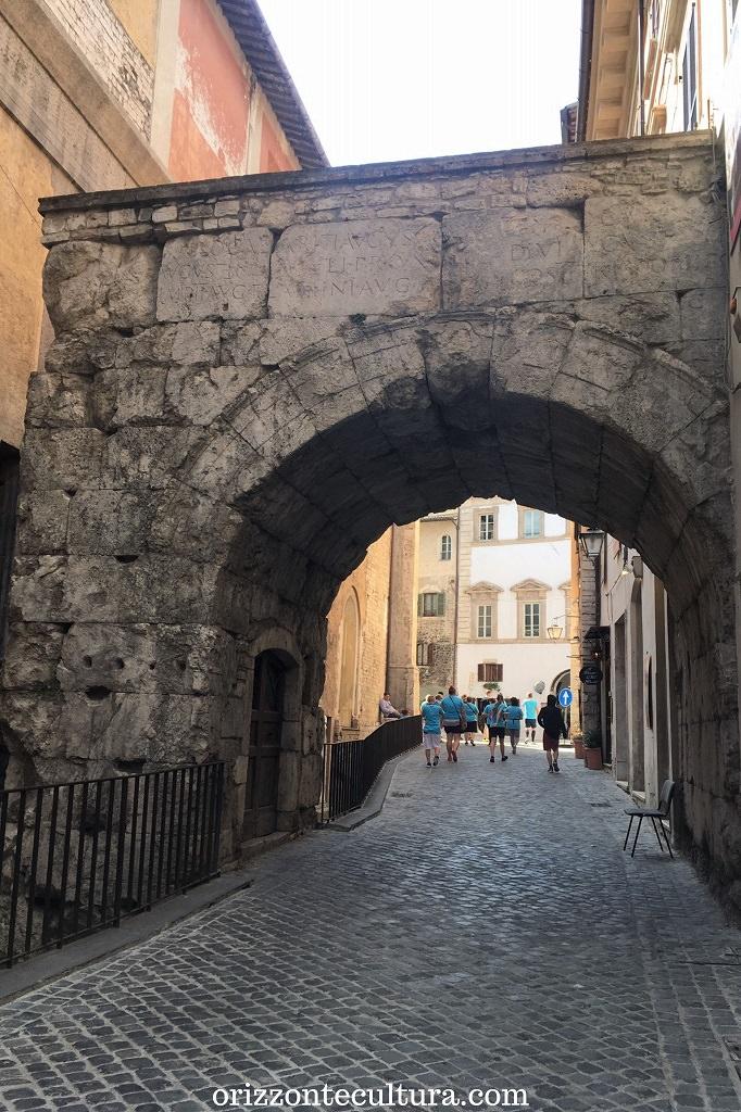 Arco di Druso e Germanico, cose da vere a Spoleto